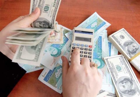 بازار ارز در انتظار تصمیم دولت و بانک مرکزی