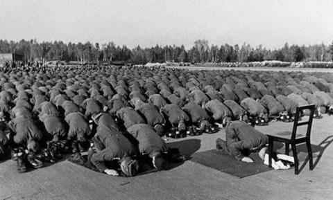 نماز خواندن سربازان آلمان نازی (عکس)