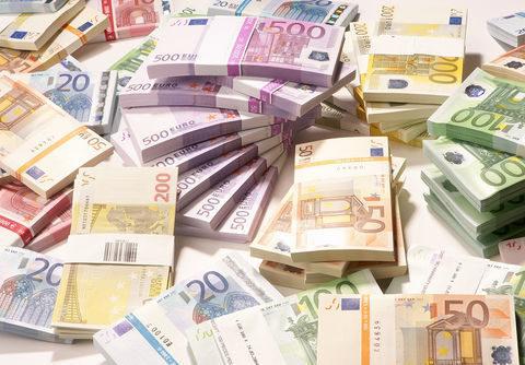 """عرضه عمده """"یورو"""" برای تنظیم بازار"""