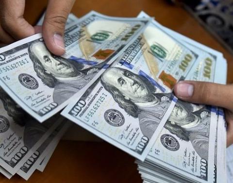روند فروش دلار و طلا در بازار کند شد