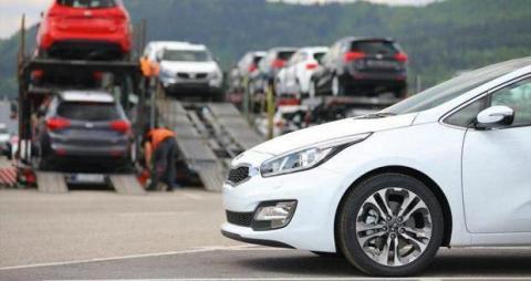 دستور موقت کاهش تعرفه واردات خودرو به هیئت دولت ابلاغ شد