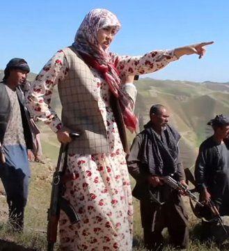 زن ایرانی در خط مقدم مبارزه با طالبان+عکس