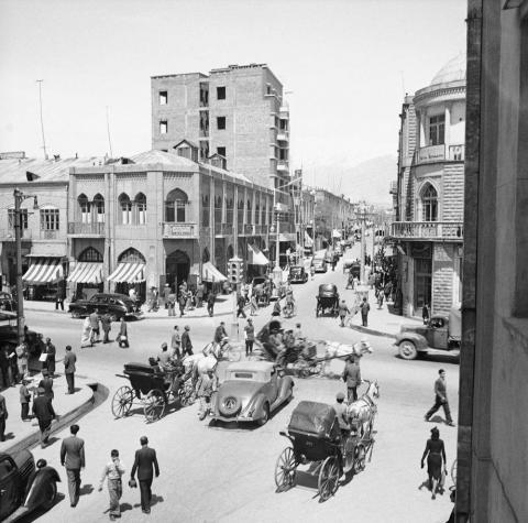 تصویری قدیمی از تقاطع لالهزار و جمهوری