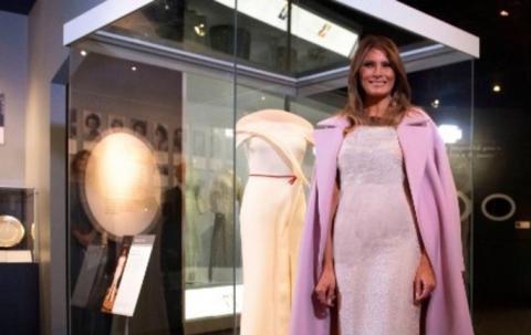 ملانیا ترامپ لباسش را به موزه اهدا کرد +تصویر