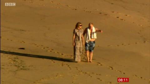 نخست وزیر انگلیس و همسرش کنار ساحل+عکس